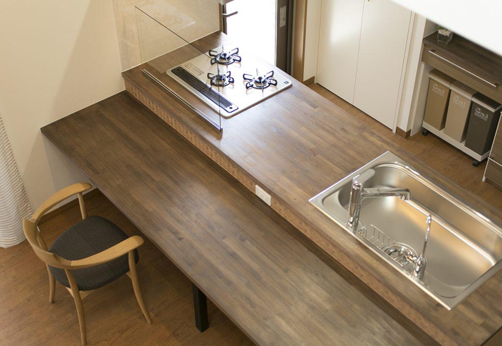 オーダーキッチン018「遊び心」と木の空間