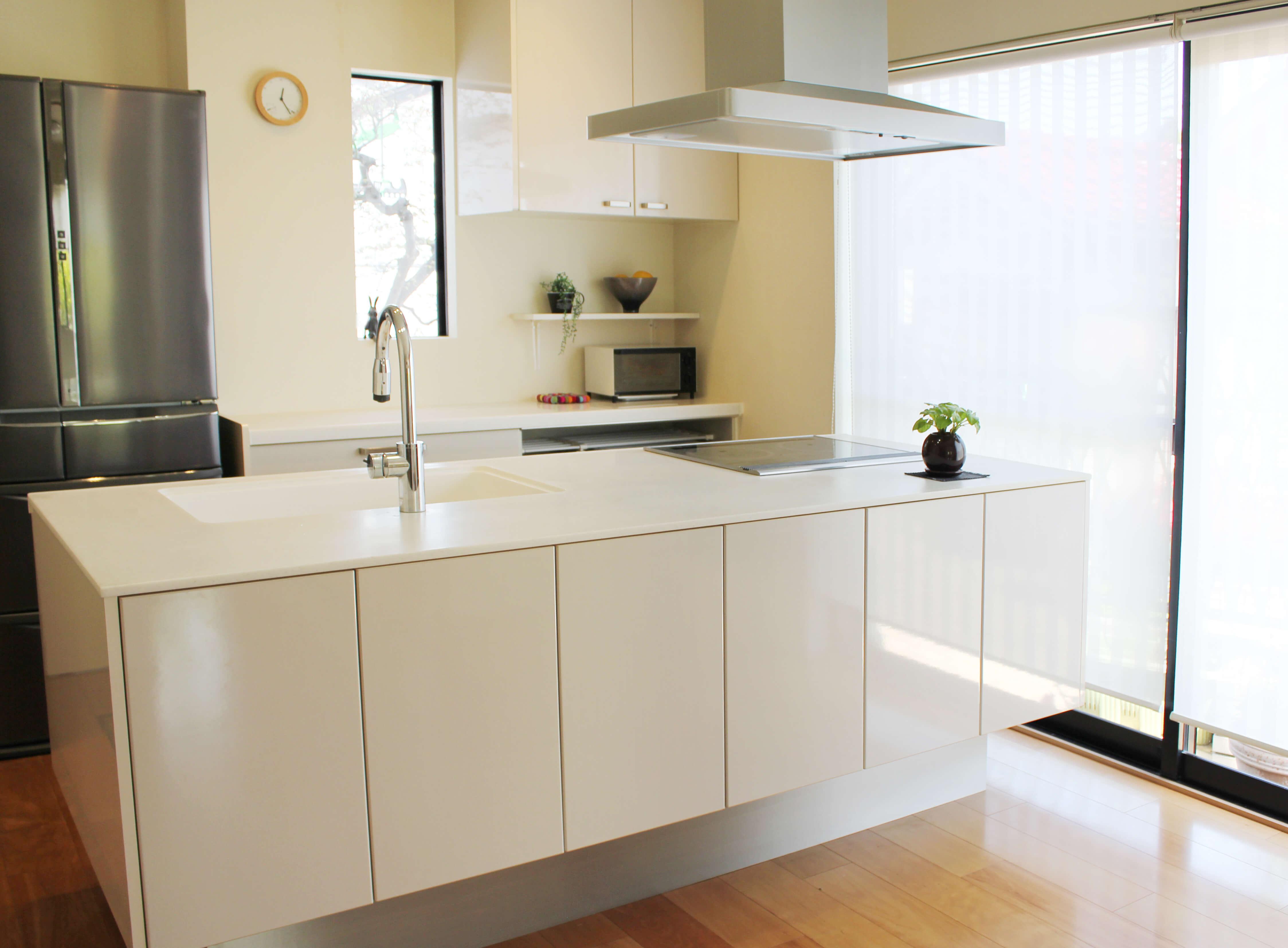 新築のキッチンをおしゃれに見せる人気の色と選び方
